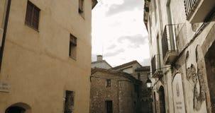Besalu, Girona, Hiszpania Wąska ulica stary miasteczko zdjęcie wideo