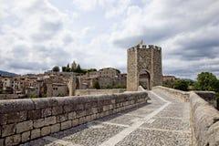 Besalu średniowieczny miasteczko Zdjęcie Royalty Free