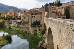 Besalu wioski średniowieczny krajobraz zdjęcie royalty free