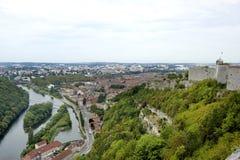 Besancon som ses från citadelen arkivfoto