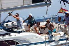 Besatzung der Yacht während des Rennens stockfotos