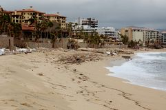 Beschädigt durch Hurrikan Odile Medano-Strandfront Stockbilder