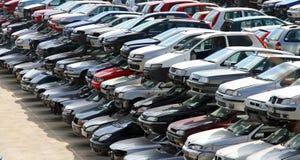 Beschädigte Fahrzeuge in der Autodemolierung Lizenzfreie Stockfotografie