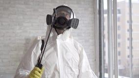 Beschäftigte Funktion des Vernichters, sprüht chemische Reagenzien stock video footage