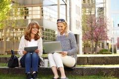 Beschäftigte Geschäftsfrauen Lizenzfreies Stockbild