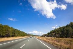 Beschäftigte Landstraße in Australien Stockfotografie