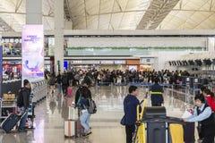 Beschäftigte Menge des Flughafens Stockfotos