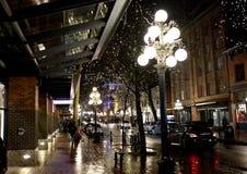 Beschäftigte Stadtstraße nachts Lizenzfreies Stockbild