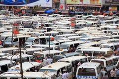Beschäftigter Busbahnhof in Kampala, Uganda Stockfoto
