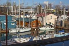 Beschäftigter Jachthafen in Portland Oregon lizenzfreie stockbilder
