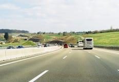 Beschäftigter Verkehr auf deutschem Autobahn Lizenzfreies Stockbild