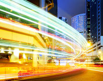 Beschäftigter Verkehr nachts stockbild