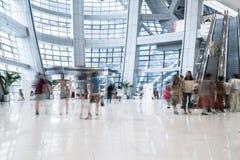Beschäftigtes Einkaufszentrum Lizenzfreies Stockfoto