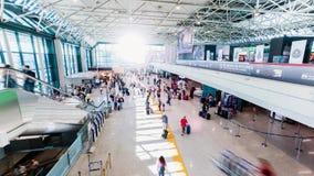 Beschäftigtes Flughafenpassagiere timelapse stock footage
