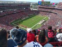 Beschäftigtes Fußballstadion Stockfoto