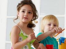 Beschäftigung in einem Kindergarten Stockfotografie