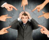 Beschämter Geschäftsmann mit Satz Fingern Stockbild