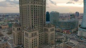 Besch?ftigtes Warschau-Stadtzentrum mit Palast der Kultur und der Wissenschaft und anderen neuen Wolkenkratzern in der Ansicht Ei stock video footage
