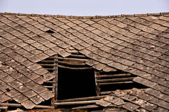 Beschadigd dak Royalty-vrije Stock Afbeeldingen