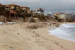 Beschadigd door het strandvoorzijde van orkaanodile medano Stock Afbeeldingen