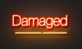 Beschadigd neonteken op bakstenen muurachtergrond Stock Foto