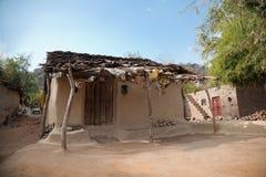 Beschadigd oud huis Stock Foto's