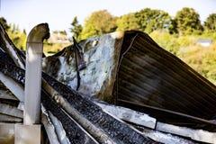 Beschadigd supermarktketelruim met ventilatie, turbine, na brandstichtingsbrand met intense brandende brand van het brandwond de  royalty-vrije stock afbeelding