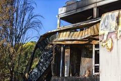 Beschadigd supermarktketelruim met ventilatie, turbine, na brandstichtingsbrand met intense brandende brand van het brandwond de  royalty-vrije stock fotografie