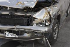 Beschadigde auto stock afbeelding