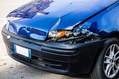 Beschadigde auto stock afbeeldingen