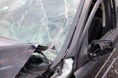 Beschadigde auto na ongeval gebroken venster Stock Fotografie