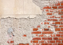 Beschadigde bakstenen muur royalty-vrije stock afbeeldingen