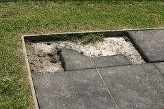 Beschadigde de oppervlaktetegels van de speelplaatsveiligheid Royalty-vrije Stock Foto