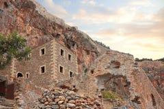 Beschadigde ruïne van Griekse stad Monemvasia Stock Foto