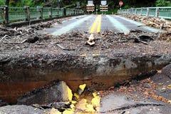 Beschadigde Weg en Brug stock fotografie