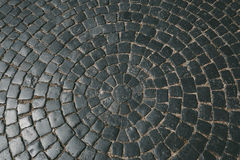 Beschaffenheit der alten Steinpflasterung deckt Kopfsteinziegelsteine, Muster, Hintergrund mit Ziegeln Lizenzfreies Stockfoto