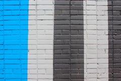 Beschaffenheit der Backsteinmauer, Malen des Gebäudes in den Streifen Stockfoto