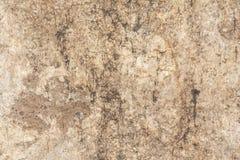 Beschaffenheit der Oberfläche der alten Wand des Gebäudes, dort sind Brüche, Sprünge, Farbscheidungen und Salzablagerungen lizenzfreie stockbilder