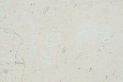 Beschaffenheit der Oberfläche der alten Wand des Gebäudes, dort sind Brüche, Sprünge, Farbscheidungen und Salzablagerungen lizenzfreie stockfotos