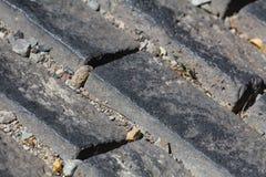Beschaffenheit der Steinpflasterung deckt Kopfsteinziegelsteine mit Ziegeln Stockfoto