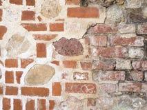 Beschaffenheit der Wand des roten Backsteins mit dem alten Steinhintergrund Lizenzfreie Stockfotos