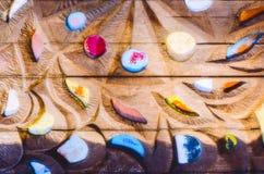 Beschaffenheit des alten Holzes und des farbigen Glases Stockfoto