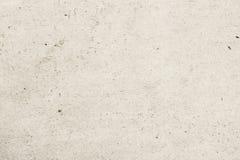 Beschaffenheit des alten organischen Papiers der hellen Creme mit Falten, Hintergrund für Design mit Kopienraumtext, Bild zurückf stockfoto