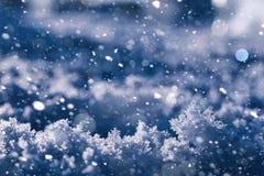 Beschaffenheit des Eises im Winter Stücke gefrorenes Wasser auf einer Straße herein Stockfotos