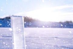 Beschaffenheit des Eises im Winter Stücke gefrorenes Wasser auf einer Straße herein Lizenzfreie Stockfotos