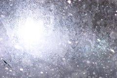 Beschaffenheit des Eises im Winter Stücke gefrorenes Wasser auf einer Straße herein Stockbilder