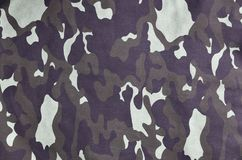 Beschaffenheit des Gewebes mit einer Tarnung gemalt in den Farben des Sumpfes ArmeeHintergrund Textilmuster der Militärtarnung lizenzfreie stockbilder