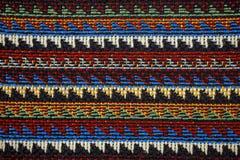 Beschaffenheit des Gewebes mit traditionellem mexikanischem Mustermakro Stockfotografie
