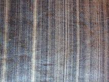 Beschaffenheit des grauen Gewebes im weißen Streifen Weinfabrikschwarzdruck mit Zahlen stockfotografie
