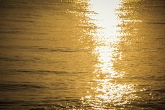 Beschaffenheit des Meerwassers bei Sonnenaufgang Lizenzfreies Stockfoto